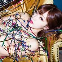 売れても脱ぐのはやめないから好感持てる藤田恵名のギター×裸のグラビア画像ww