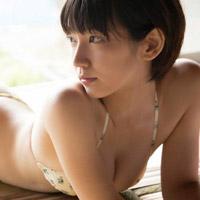 Eカップくらいの吉岡里帆のグラビアが幼なじみの設定で旅館に逃避行したい!