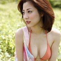 杉本有美が写真集で手ブラまで披露してセクシーな感じですよ^^