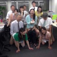 同僚に見られながらも感じちゃうOLさん達のエロ画像